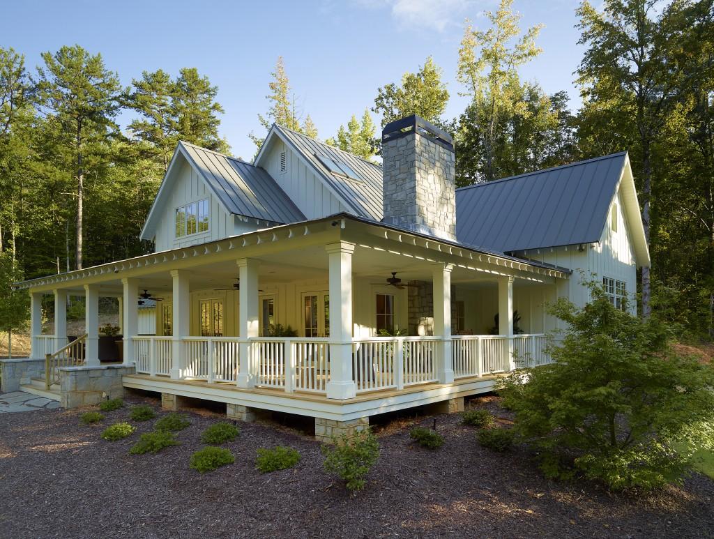 The Southern Farmhouse Style House ...