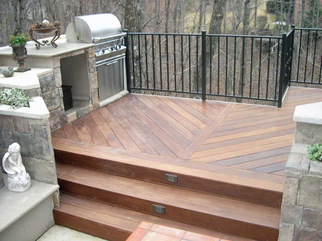 Multilevel_deck_grill