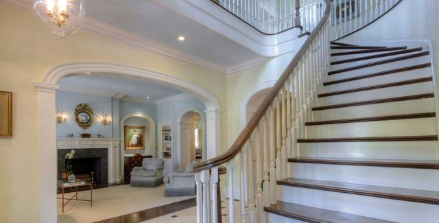 Elegant entry and staircase