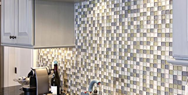 selecting tile for kitchen backsplash. kitchen photo with focus on backsplash selecting tile for a