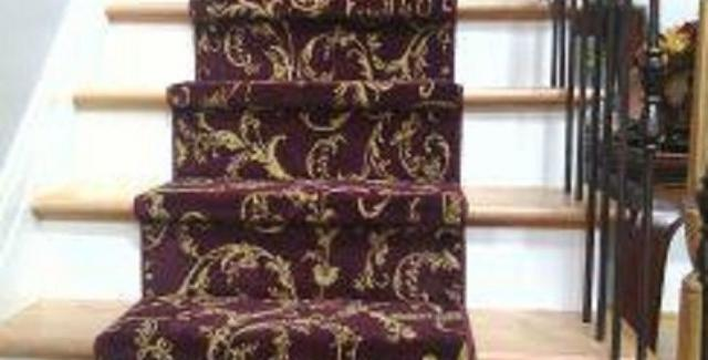 Scroll staircase runner