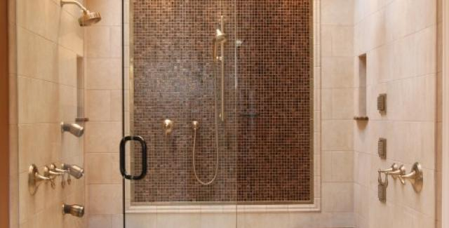 Tiled dual seat shower