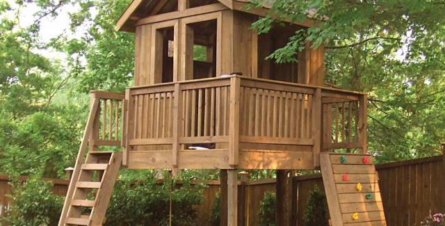 Backyard play spaces in atlanta from tree houses to for Backyard treehouse designs