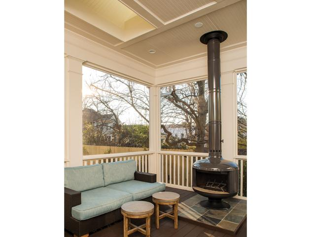 Exterior porch and sitting area