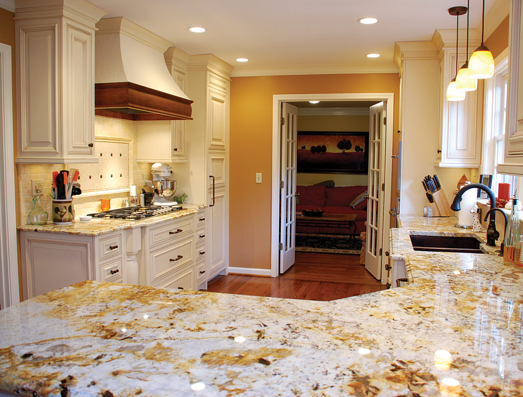 2013 kitchen cabinets countertops materials styles for Kitchen cupboards and countertops